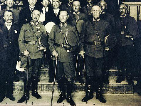 """Bir hükûmet iyi midir, fena mıdır? Hangi hükûmetin iyi veya fena olduğunu anlamak için, """"Hükûmetten gaye nedir?"""" bunu düşünmek lâzımdır. Hükûmetin iki hedefi vardır. Biri milletin korunması, ikincisi milletin refahını temin etmek. Bu iki şeyi temin eden hükûmet iyi, edemeyen fenadır. 1923 (Atatürk'ün S.D.II, S. 121)"""