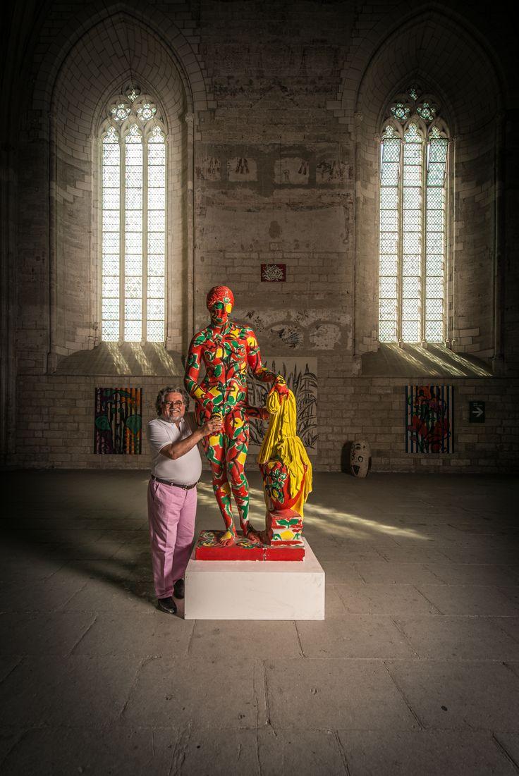 """Szczesny Palais des Papes Exhibition in Avignon : La Grande Chapelle, the artist with his """"Aphrodite de Cnide"""" (photo © Gilles Bonugli Kali)"""