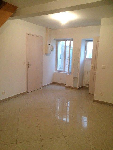 séjour de 19 m² avec porte d'entrée sur la gauche // TEXAS Bâtiment - texasbatiment@orange.fr - Tél 0622751527-0141810290