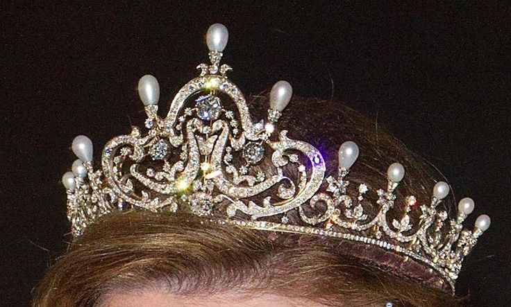 Royal Crowns Of The World
