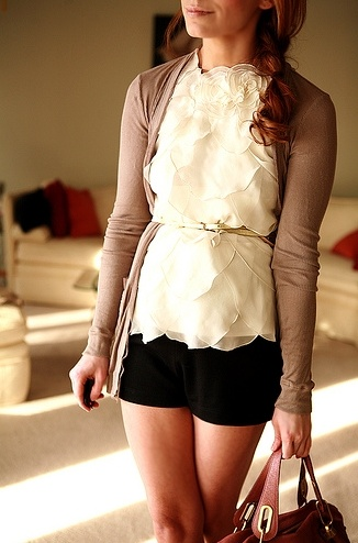 Why do I always have a thought that this is Spencer from PLL?! That style is so her!