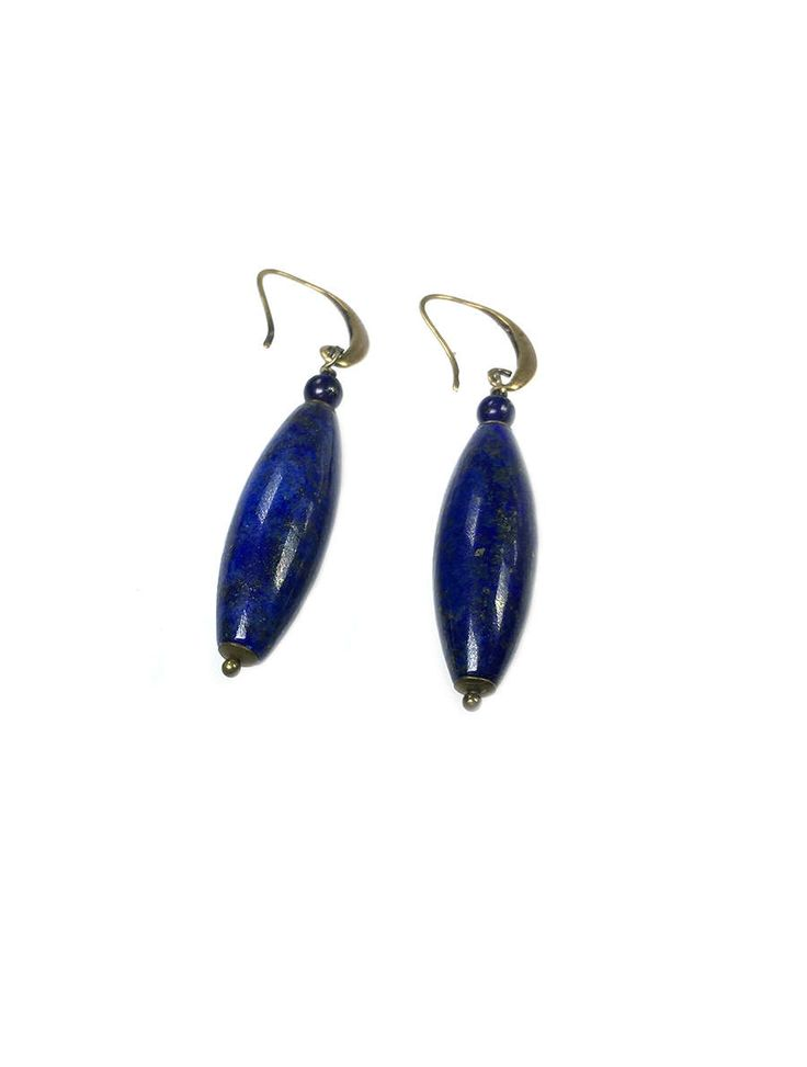 Sterling Zilveren oorbellen uit onze Blue Jeans collection met een hanger van echt Lapis Lazuli steen.Materialen: Lapis Lazuli en Bronzen hangersLengte: ca. 5,5 cmGewicht: 12 gram (paar oorbellen)Deze oorbellen zijn mooi in combineren met de getoonde armbanden. Zie fotos. ...
