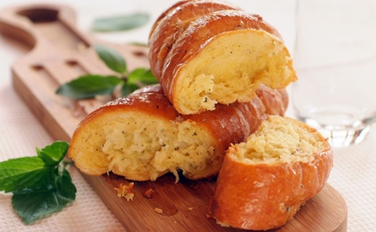Cheese And Pesto Loaf: A quick-to-make, tangy bread to serve at your next braai.