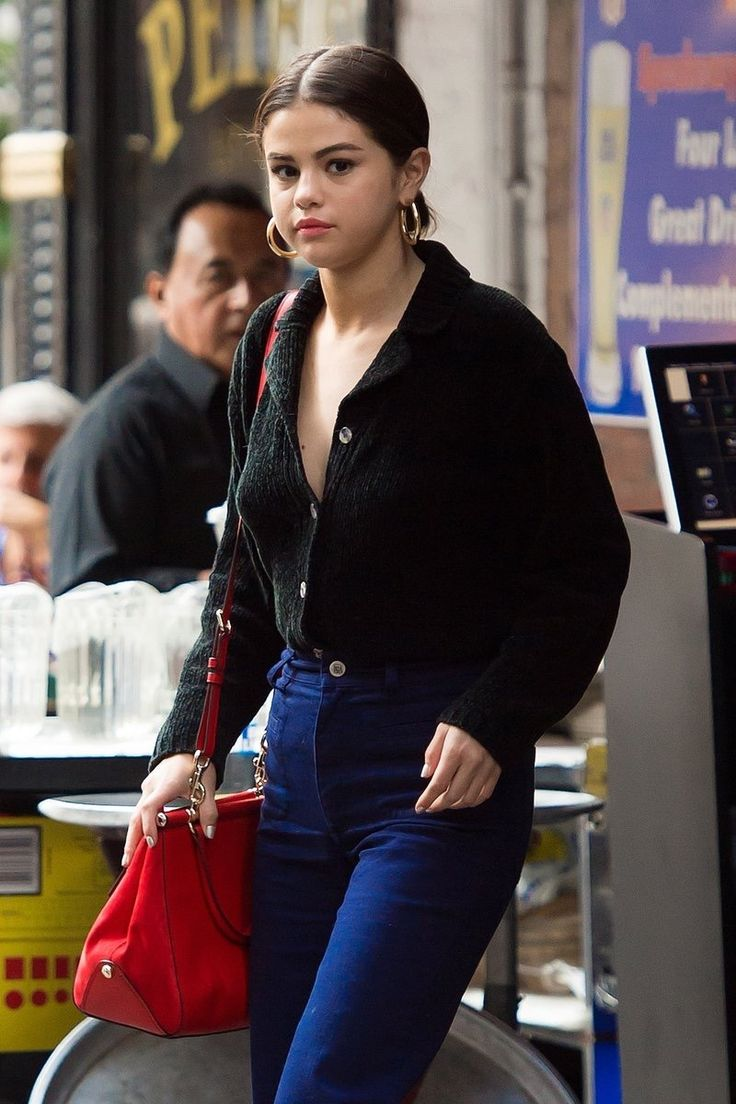 September 3: Selena seen out and about in New York, NY [HQs]