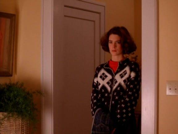 Recap of Twin Peaks Season 1 Episode 1 (S01E01) - 36