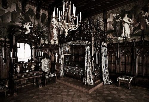 1000+ Ideas About Gothic Bedroom On Pinterest