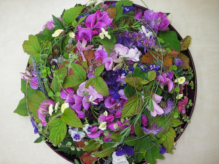 Vadillinen kukkia violetin eri sävyissä / Cawell