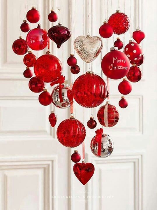 Valentine's Day chandelier: Valentines Ideas, Christmas Style, Heart Shape, Valentinesday, Christmas Decor, Red Christmas, Scandinavian Christmas, Valentines Day Decor, Christmas Ornaments