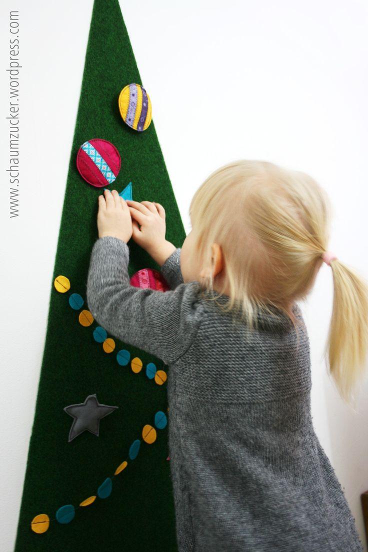 Meine lieben Freude der Adventsnäherei <3 heute möchte ich euch eine kleine Anleitung für einen Weihnachtsbaum zeigen den ihr für eure Kinder und Kleinkinder machen könnt. Sie werden jede Menge ...