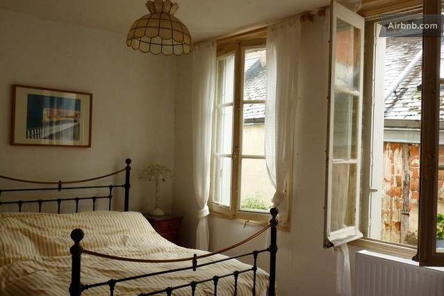 A quiet bedroom (with en suite) in Pontlevoy... :) only $60 a night (or roughly a thousand dollars a month).