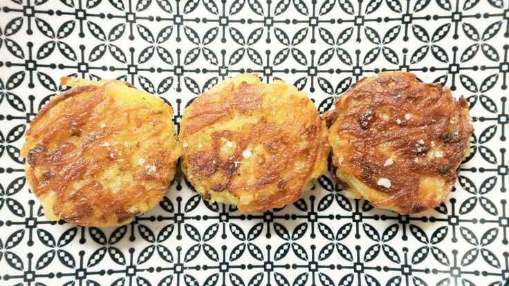 Le rösti est un genre de galette de pommes de terre du XIXe siècle d'origine Suisse et qui tient son nom de la frontière entre laSuisse romandeet laSuisse alémanique: le Röstigraben. D'après l…