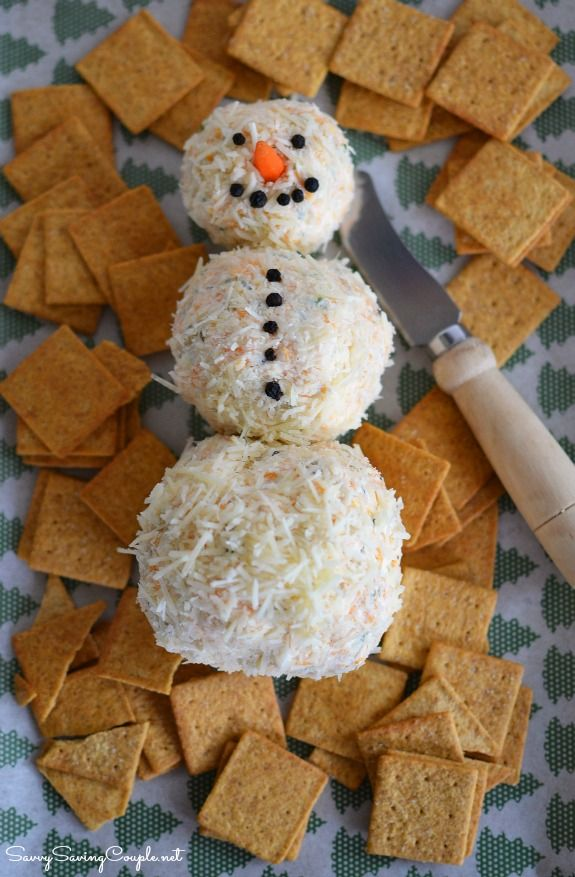 WOW your guests with the Perfect Holiday Appetizer: Kraft Snowman Cheeseball Recipe-SOO darn good! and EASY to make!! #CookingUpGood #ad #cheeseballs