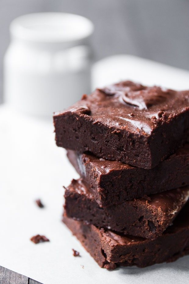 A 6 ingredient brownie thats mostly dark chocolate and vanilla caramel. Chewy, decadent and delicious!