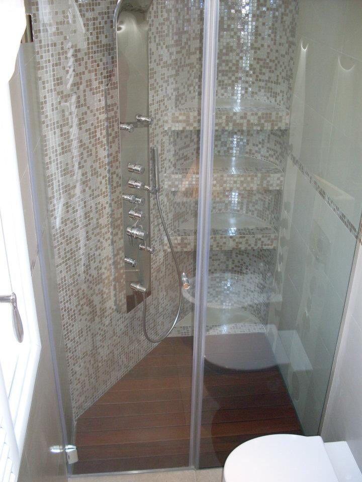 Piatto filo pavimento con pedana doccia  in legno IPE  modello P DRENO linea Penta creato su misura da SILVERPLAT