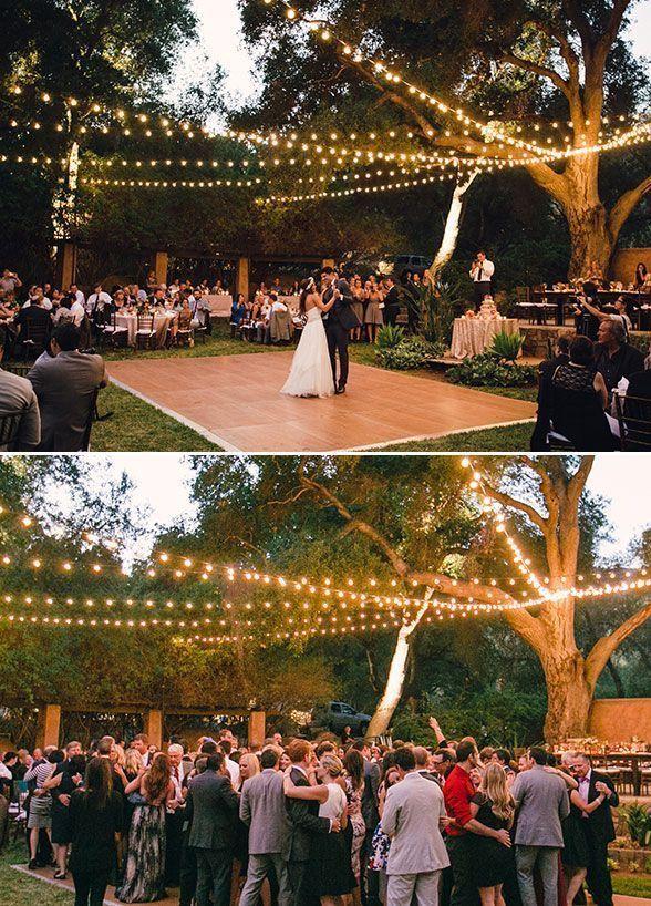 Tanzflache Mit Gluhbirnen Geht Uber Zen Kackini Mit Bildern Hochzeitsideen Im Freien Sternenklare Nachthochzeit Hochzeitsempfang