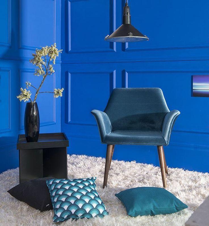 Que tal ousar com um ambiente monocromático todo azul? A cor do céu e do mar cai bem em qualquer decor além de criar uma atmosfera de tranquilidade.  Produtos: - Poltrona Pinguim Tabaco concha c/ tecido Veludo Azul Petroleo; - Placa Decorativa 20x29 Blue Peace.  #ProduçãoCasaMobly #CasaMobly #producaomobly #Mobly #MoblyBr #decoration #instadecor #instahome #casa #home #interiordesign #homedesign #homedecor #homesweethome #inspiration #inspiração #inspiring #decorating #decorar…