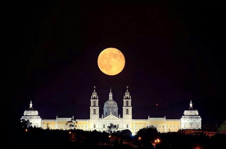 Convento de Mafra  and great moon . Mafra - Portugal