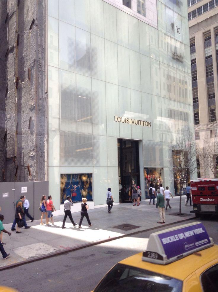 #NYC Louis Vuitton 5th avenue ©ArianeRobichaud
