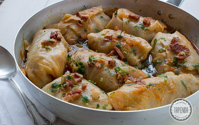 gołąbki z mięsem i ryżem w sosie pomidorowym z boczkiem