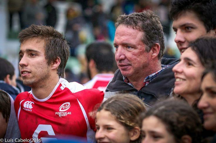 """Muitos parabéns Nuno Bettencourt, jogador do Cascais Rugby, que ontem vestiu pela primeira vez, a """"pele"""" de Lobo.   Aproveitamos para dar os parabéns ao João Bettencourt, Pai do Nuno e Treinador de muitos jovens, que o Dramatico de Cascais Rugby tem fornecido as selecções nacionais.   SEMPRE A CRESCER, VIVA O CASCAIS!!!"""