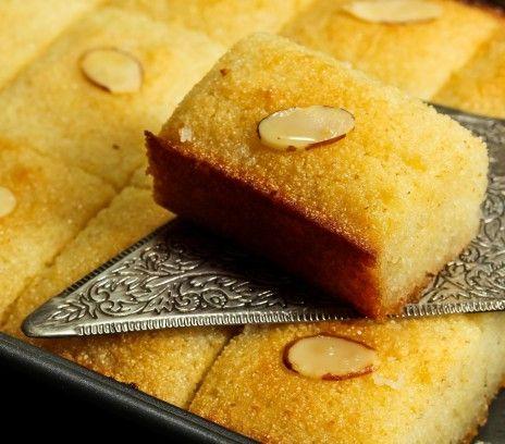 Egipskie ciasto z kaszy manny (Basbousa) - Przepisy.Pyszny egipski deser na bazie kaszy manny ze słodkim syropem. W zależności od przepisu, ciasto może być nasączone różnymi aromatami. U nas w wersji z wodą różaną. Egipskie ciasto z kaszy manny (Basbousa) to przepis, którego autorem jest: Magda Gessler