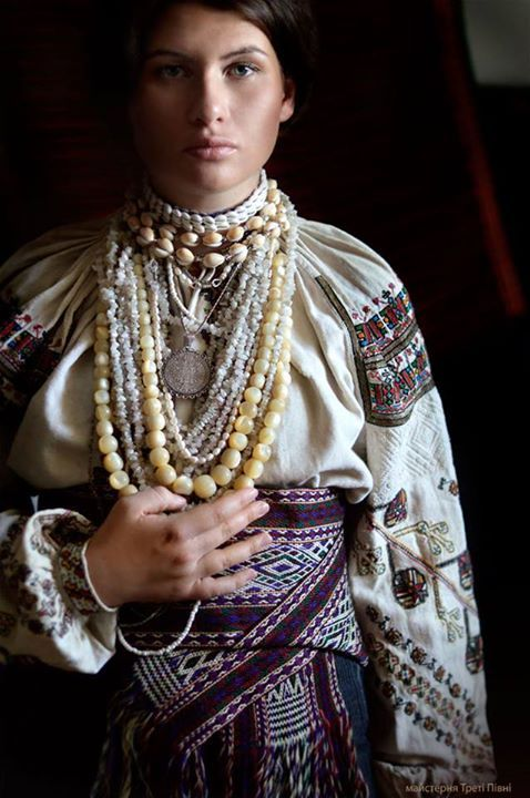 Ukrainian 'Korali' AKA 'Namysto' or simply a necklace, is probably the most common women's jewelry in Ukraine.