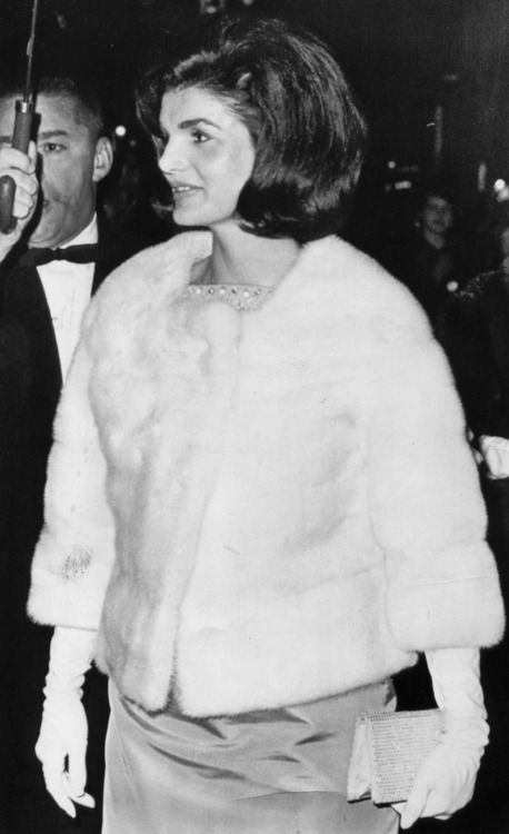Jack and Jackie Kennedy 5eva It's over 60 years ago and she still looks striking in this photo.
