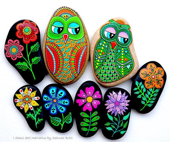 Hand Painted Stone Owl / Beach stone with hand-painted designs in acrylics © Sehnaz Bac 2017 I paint and draw all of my original designs by free hand with high quality acrylic paints, small brushes or paint pens with extra fine tip. I use also different inks. No stencils are