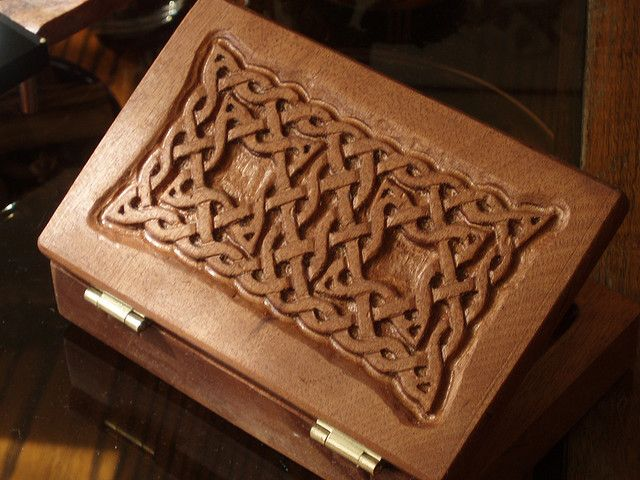 Mi Segunda Caja Tallada - My Second Carved Box by AndrésB, via Flickr