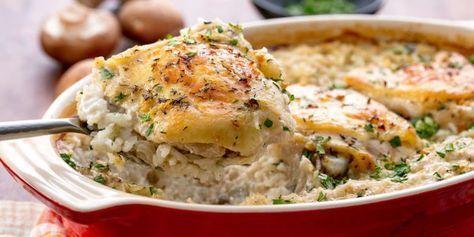 Binnen 10 minuten staat-ie in de oven! Heb je even de tijd vandaag? Dan wil je deze supersimpele ovenschotel met kip en rijst zeker gaan maken! Je hebt 'm zo in elkaar geflanst, hij moet alleen wel even in de oven. Als die tijd eenmaal om is heb je ook gelijk een heerlijke ovenschotel! Wij weten we