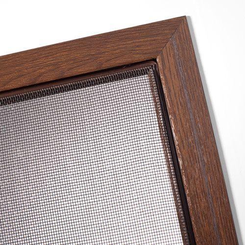 Insektenschutz-Rahmen für Fenster in schöner Holzoptik
