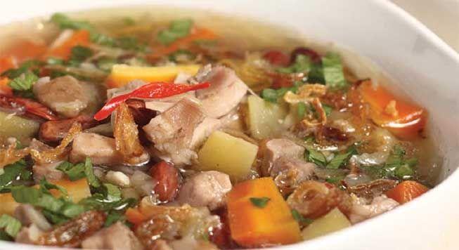 Hujan hujan memang nikmat makan sup panas, Sup Ayam Kacang merah mungkin adalah sup yang paling populer di indonesia dan saya rasa merupakan salah satu resep yang wajib dikuasai oleh bunda-bunda :). Nah kalau ingin belajar, ini dia resepnya...