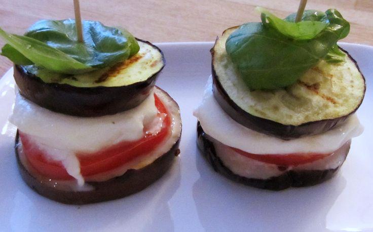 Licht gesmolten mozzarella, gegrilde aubergine en een fris tomaatje. http://cottonandcream.nl/category/recepten/