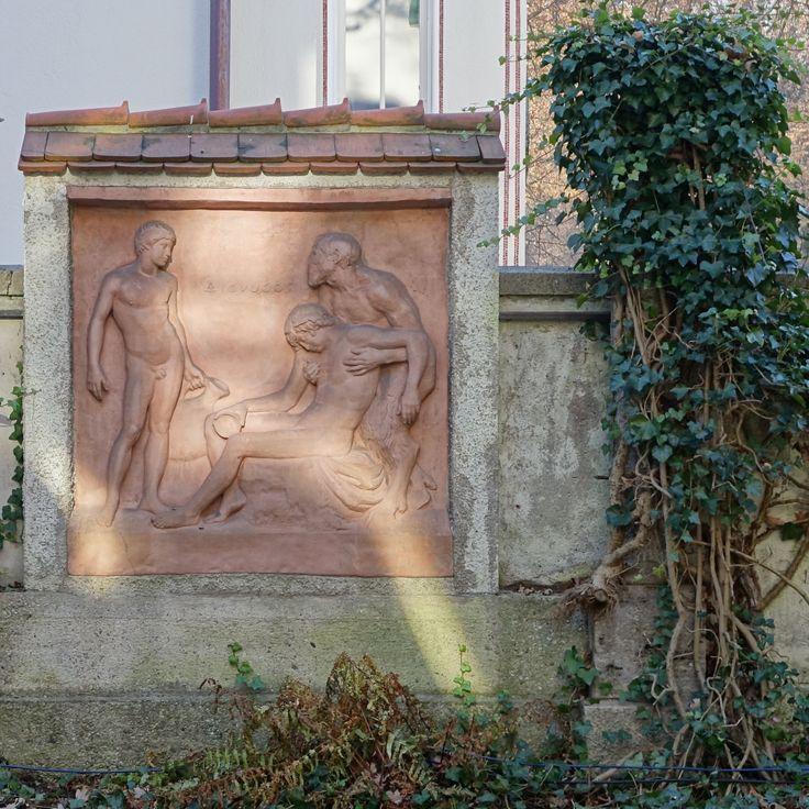 munich | germany | münchen | deutschland | münchner stadtbibliothek | monacensia | hildebrandhaus | relief dionysos von adolf von hildebrand im lesegarten