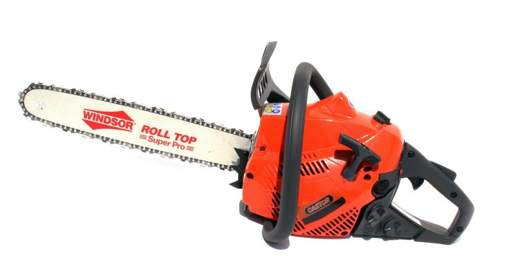 Este dotat cu un lanț multifuncțional și are un raport excelent putere-greutate.Acest dispozitiv este o alegere potritivă pentru tăierea lemnului de dimensiuni mici și medii, dar și pentru curățarea arbuștilor.  Având un motor de puterea 2.4CP. și greutatea de doar 4,40 kg, acest motofierăstrău este fiabil, simplu de manevrat și poate fi utilizat fără riscul de pierdere a controlului.