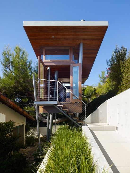 Fantastic Treehouse Design With Modern Touch: Beautiful Modern Banyan Drive  Treehouse Exterior Design Outdoor Stairs. Modern Tree HouseModern ...