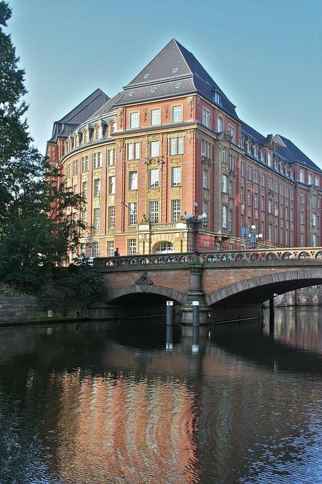 Das Gebäude der ehemaligen Oberfinanzdirektion Hamburg am Rödingsmarkt