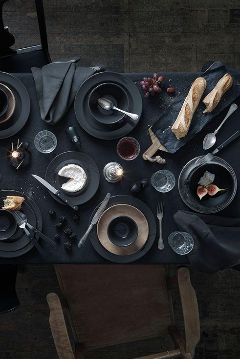 Τα είδη σερβιρίσματος της σειράς VARDAGEN είναι διαχρονικά και αποτελούν την κατάλληλη επιλογή για το σπίτι σας. Η σειρά περιλαμβάνει είδη σε λευκό χρώμα και σε γκρι. Είναι φτιαγμένα από κεραμικό, το σχέδιο είναι λιτό και περιλαμβάνει μπολ σε διάφορα μεγέθη, πιάτα, κούπες και φλιτζανάκια με πιατάκι. Η σειρά περιλαμβάνει επίσης, τσαγιέρα και γαλατιέρα και είναι ιδανική για το φθινόπωρο.