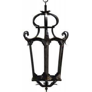 Lanterna in ferro battuto stile barocco con elementi forgiati e sagomati a mano con foglie in ferro e vetri.