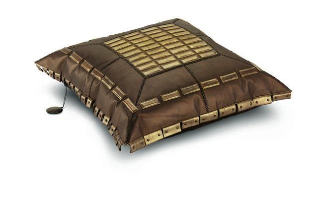 Poduszka Connamara waga: 4,5 kg, wymiary: 90x90 cm. Dostępna w In Situ!