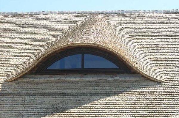 Деревянная крыша из осиновой дранки