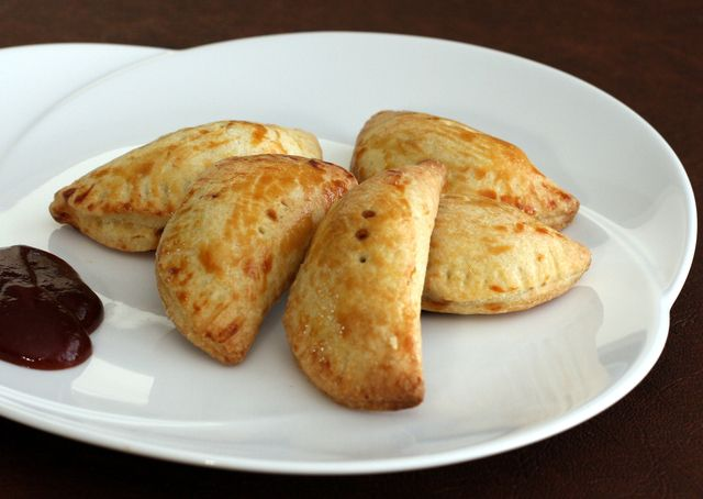 Got leftover pulled pork? Try this recipe for great tasting little empanadas, made with a flaky cornmeal crust and pulled pork filling.