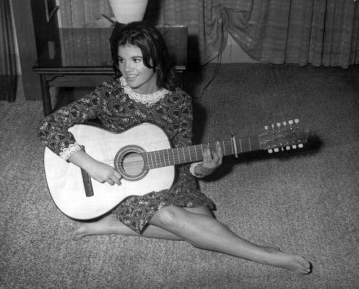 Linda Ronstadt at age 16.