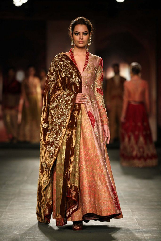 Anju Modi for Delhi couture week 2014. (Nice velvety feel and look of the dubatta)