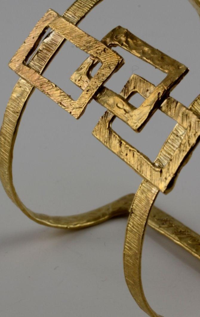 In via dei Banchi Nuovi tra oggetti preziosi e supplì da leccarsi i baffi  gioielli fatti a mano |  gioielli design | gioielli unici | gioielli animali| gioielli scultura |  pezzi unici |  gioielli personalizzati |  gioielli fatti a mano | esclusivi | eccellenze | lusso #patriziacorvagliagioielli #gioiellifattiamano #gioiellidesign #gioielliunici