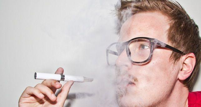 Los cigarrillos electrónicos son tan eficaces como los parches de nicotina