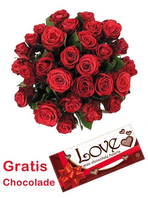 Bestel bij Flowerservice.nl voor jouw Valentijn een mooi boeket van rode roosjes inclusief GRATIS I Love You chocolade hartjes.  http://www.flowerservice.nl/valentijnsboeketten-bezorgen-valentijnsdag/valentijnsboeket-rode-roosjes.html