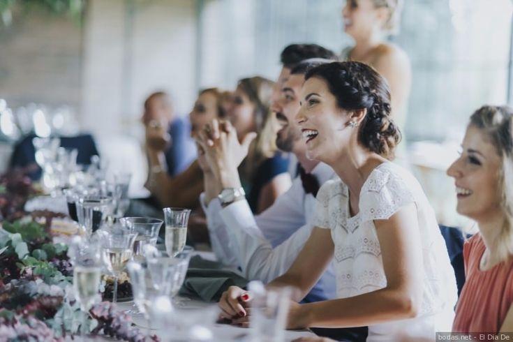 Ya tenéis las melodías de vuestra entrada a la ceremonia, del primer baile..., pero ¿habéis pensado qué canciones queréis que suenen cuando lleguéis al banquete, cortéis la tarta o lances el ramo de novia? Inspírate en nuestra playlist y ¡triunfa!