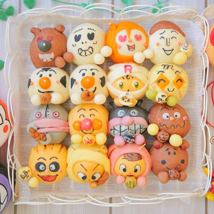 本日の#五感で楽しむパンアート ▷パンがパン食べちゃってるちぎりパン⁈ ▷アンパンマンと仲間達が、パンや自分たちの顔したパンを食べようとしています(..›ᴗ‹..)✩おや?パンよりも好きなものに手を伸ばす仲間達もいるみたい♩