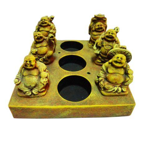 http://www.maniasemanias.com/produto/suporte-para-3-velas-com-budas - SUPORTE PARA 3 VELAS COM BUDAS - Suporte para três velas tealight e dois incenso, com seis figuras do buda. - Material: pedra pó - Dimensões: 15 x 14 cm